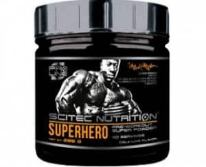 superhero pre workout della scitec nutrition, agisce sul pompaggio, sul focus mentale e sull'energia atp