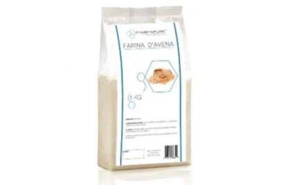 farina di fiocchi di avena ricchi di energia, proteine e fibra, ottimo per porridge e dolci da forno